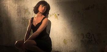 Quantum of solace bond girl featurette olga kurylenko - Deguisement james bond girl ...